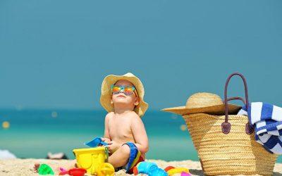 Sortie à la plage : comment protéger bébé ?