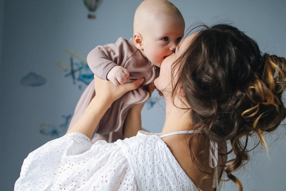 La première dent de votre bébé : 7 remèdes naturels