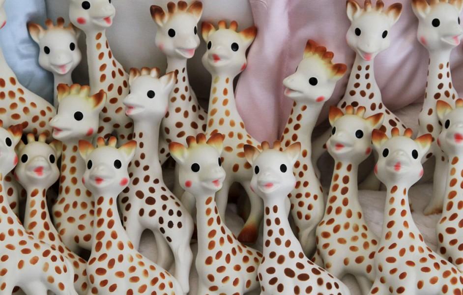 Sophie la Girafe : un jouet sain pour bébé ? Ou dangereux ?
