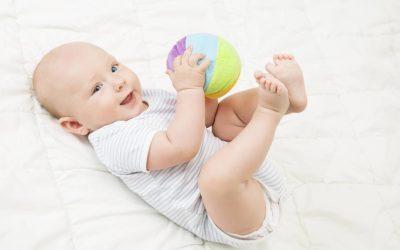 Tout savoir sur la balle de préhension Montessori